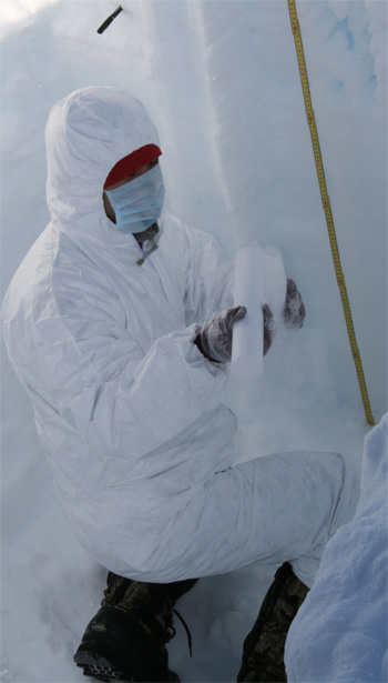 Li Chuanjin sampling in a pit under clean conditions.